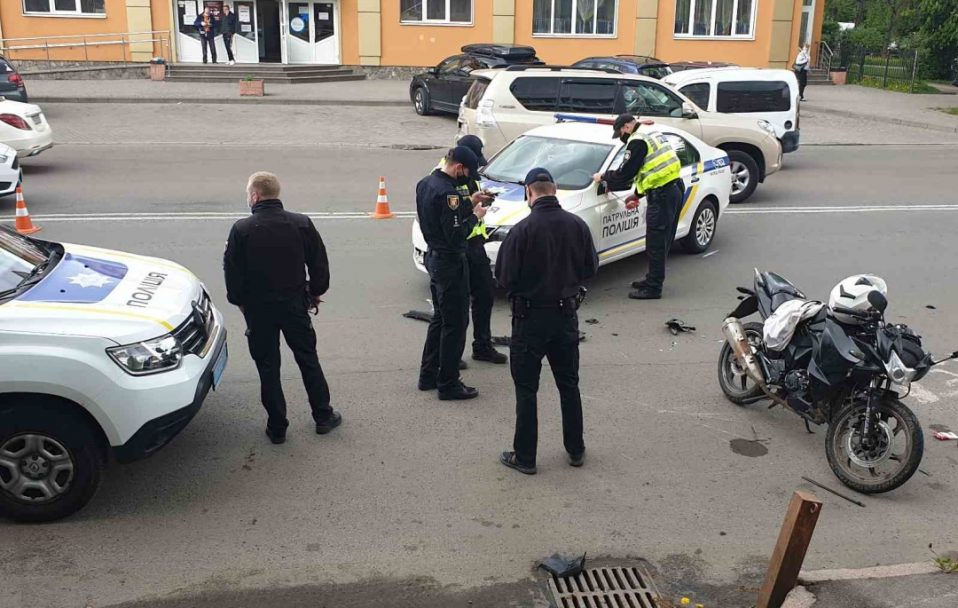 Збили мотоцикліста: у Луцьку – ДТП за участю поліції. ФОТО. ВІДЕО