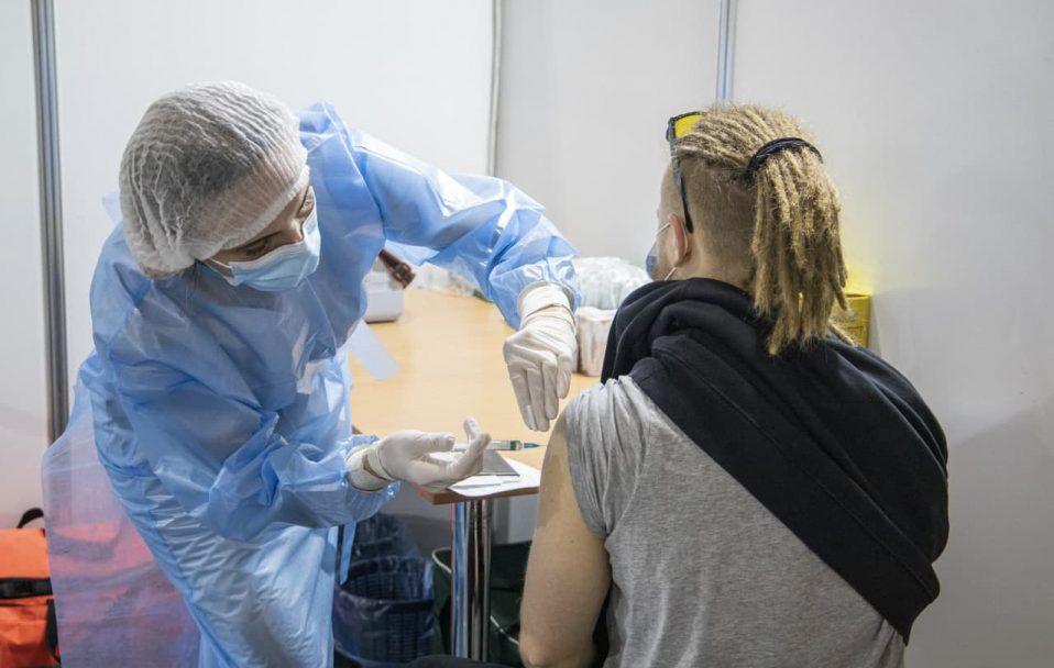 У Луцьку розпочав роботу центр масової вакцинації населення від COVID-19