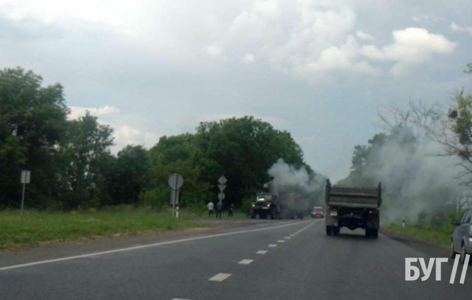 Посеред дороги на Волині загорілася вантажівка