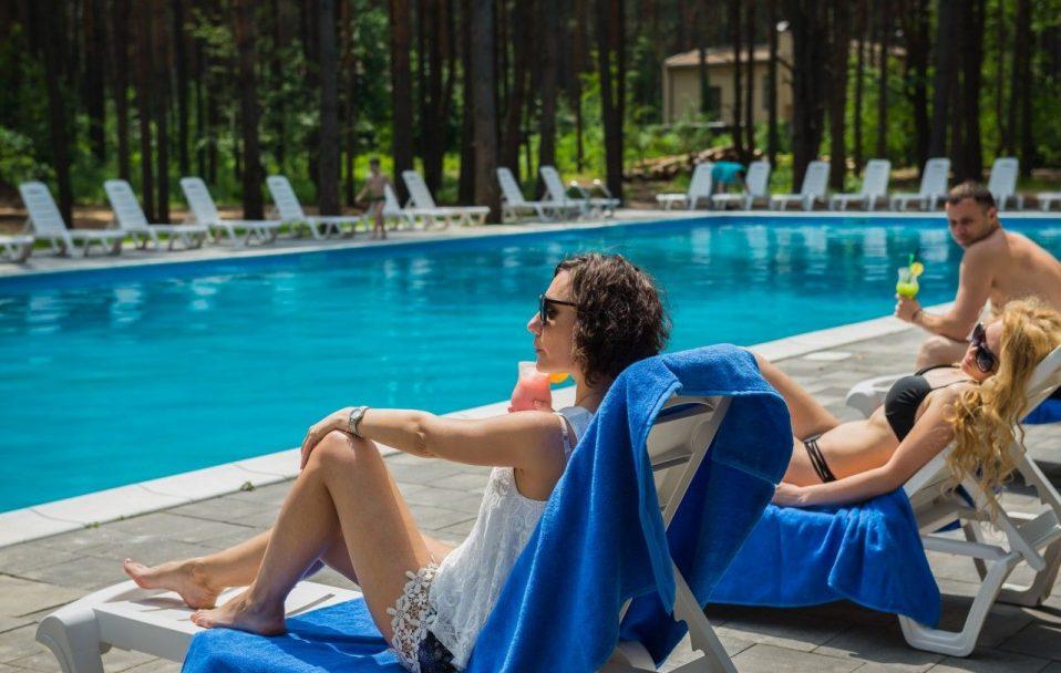 Відкриті басейни біля Луцька: де та за скільки можна поплавати