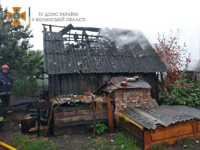 Блискавки спалили дві хати на Волині. ФОТО