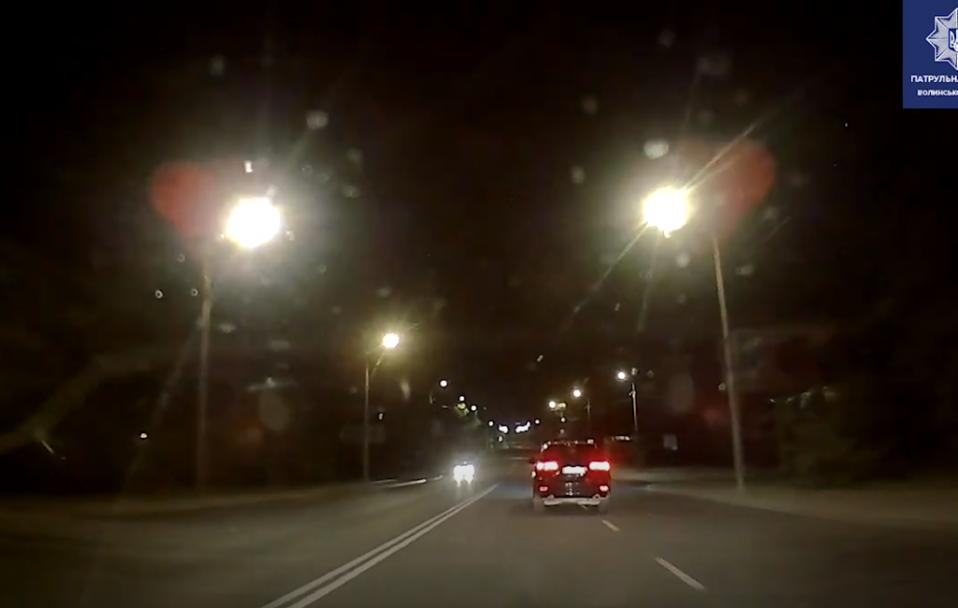 У Луцьку посеред ночі зловили п'яного водія на Jeep. ВІДЕО