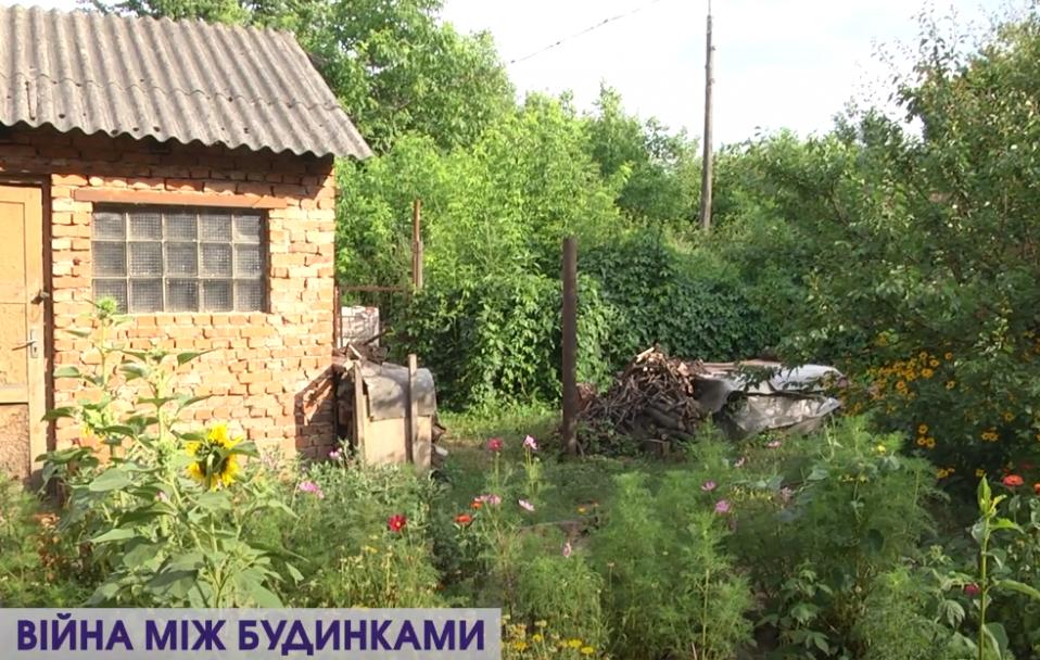 Скандал на Ківерцівській: сусіди воюють за прибудинкову територію. ВІДЕО