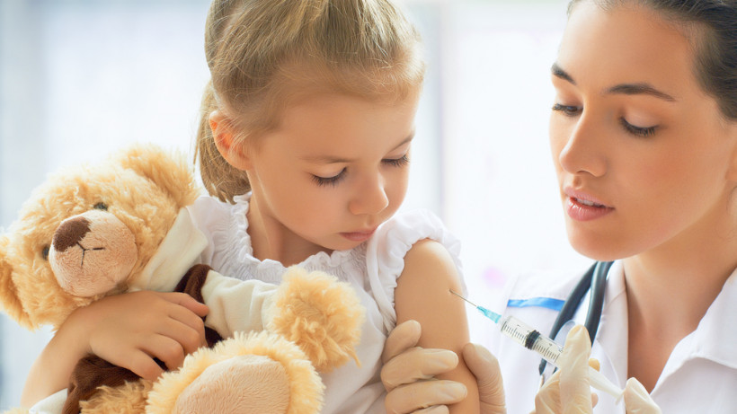 Коли в Україні почнуть робити COVID-щеплення дітям