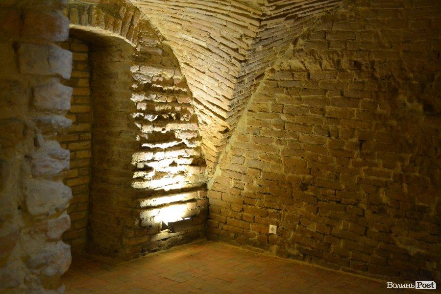 Голограма привида, фігура монаха і обладунки: у Луцьку відкриють найбільше в Україні підземелля. ВІДЕО