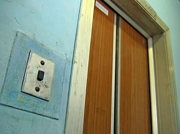 Навіщо у Луцьку ремонтують справні ліфти за шалені гроші? ВІДЕО