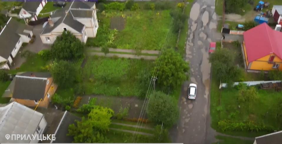 Замість дороги – озера: у селі під Луцьком благають відремонтувати вулицю
