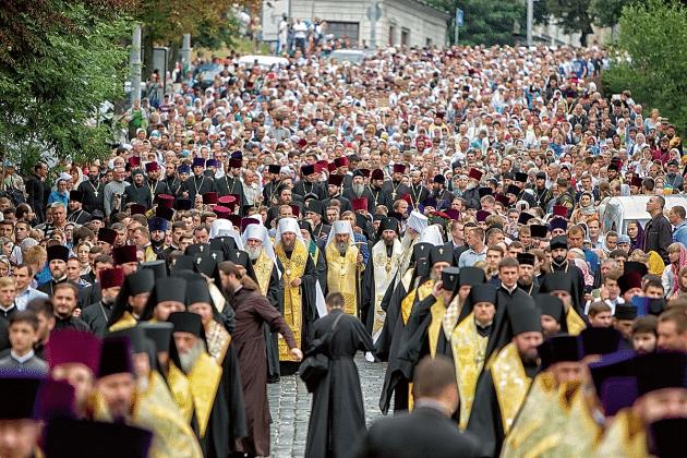 У Луцьку віряни УПЦ (МП) влаштовують хресний хід