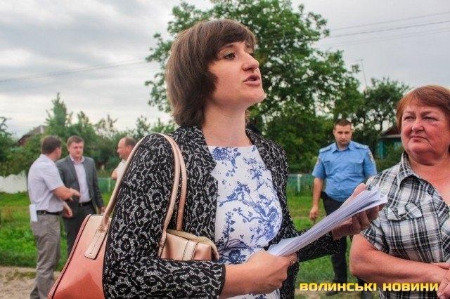 Скандальна волинська чиновниця Остапкович прийшла на роботу. ВІДЕО