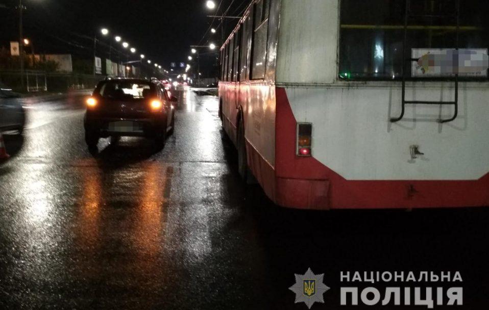 У Луцьку авто наїхало на водія тролейбуса. ФОТО
