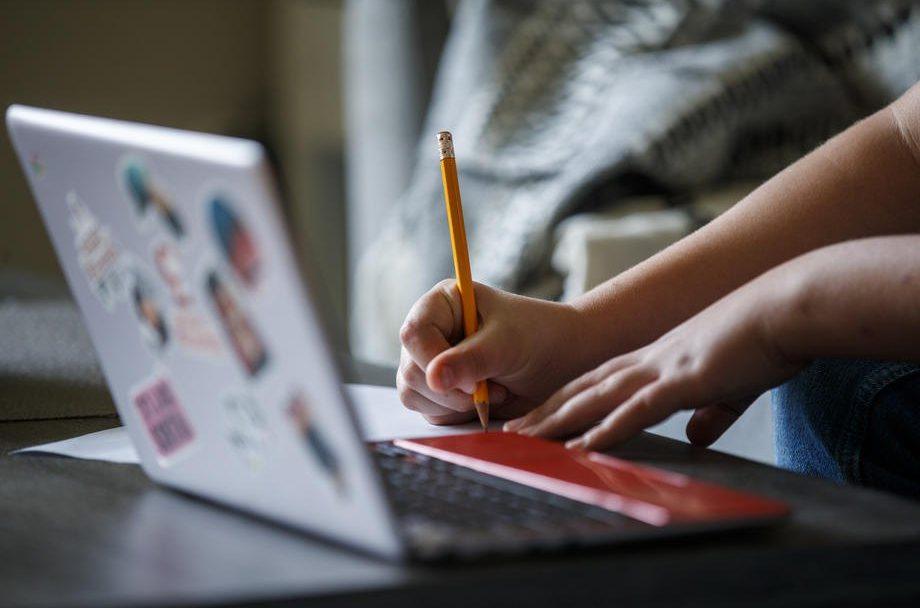 Скільки навчальних закладів на Волині перейшли на дистанційне навчання
