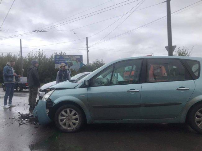 Аварія у Луцьку: зіткнулися Volkswagen і Renault