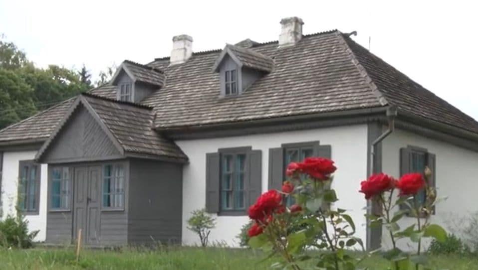 Коли завершать реконструкцію будиночків Лесі Українки у Колодяжному