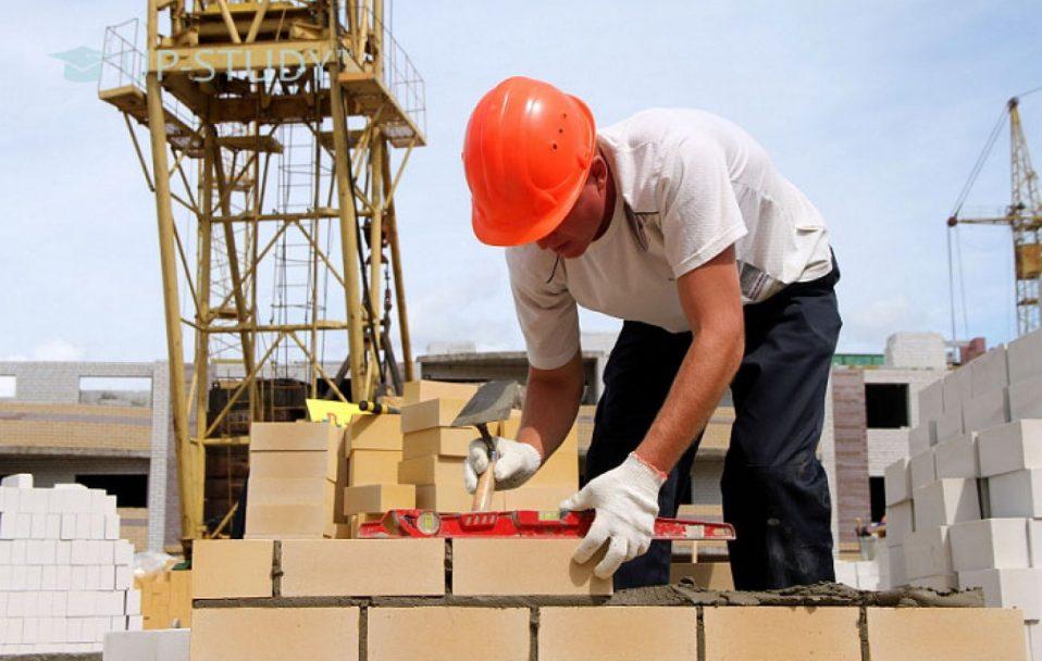 Будівництво: яку роботу і зарплату пропонують на Волині