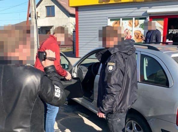 На Волині викрили поліцейського, який продавав наркотики і сам їх вживав. ФОТО
