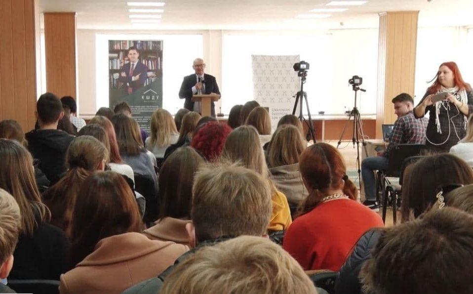 «Хто ми»: автори соціологічного дослідження приїхали до Луцька. ВІДЕО